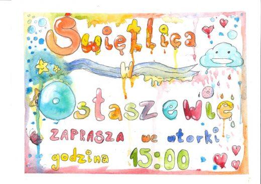 """Kolorowy plakat z napisem """"Świetlica w Ostaszewie zaprasza we wtorki godzina 15:00"""". Napis został wykonany odręcznie a wokół niego umieszczono drobne rysunki takie jak: serduszka, chmurka z otwartymi ustami, z których spadają krople, gwiazdki, motylek i niebieskie kółeczka. Całość otoczono ramką w pastelowych kolorach."""